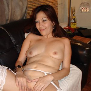 Sexy Asian MILF Chin